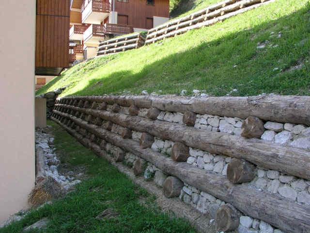 Enrochement mur bois spider tp pelle araign e travaux sp ciaux en savo - Mur recouvert de bois ...